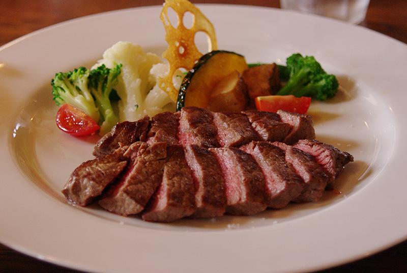 ウエットエイジングによる熟成で肉の味が引き出されている