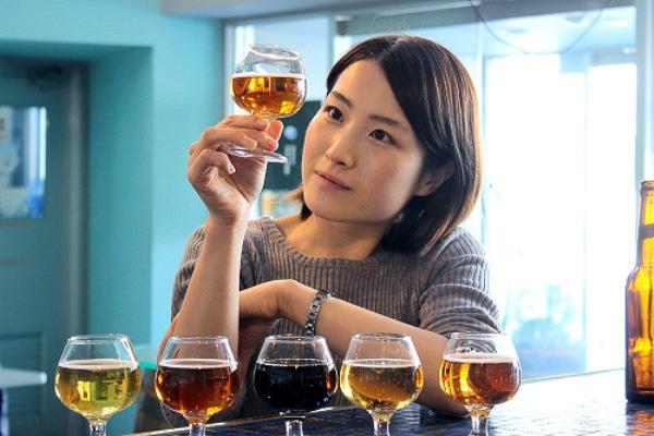 ヤッホーブルーイング「ようこそクラフトビールの世界へ」では、各種クラフトビールをテイスティングする