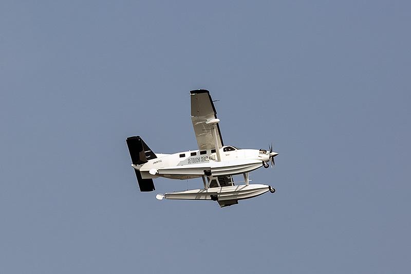 フロート中央にメインギヤが付いている。飛行中は格納される