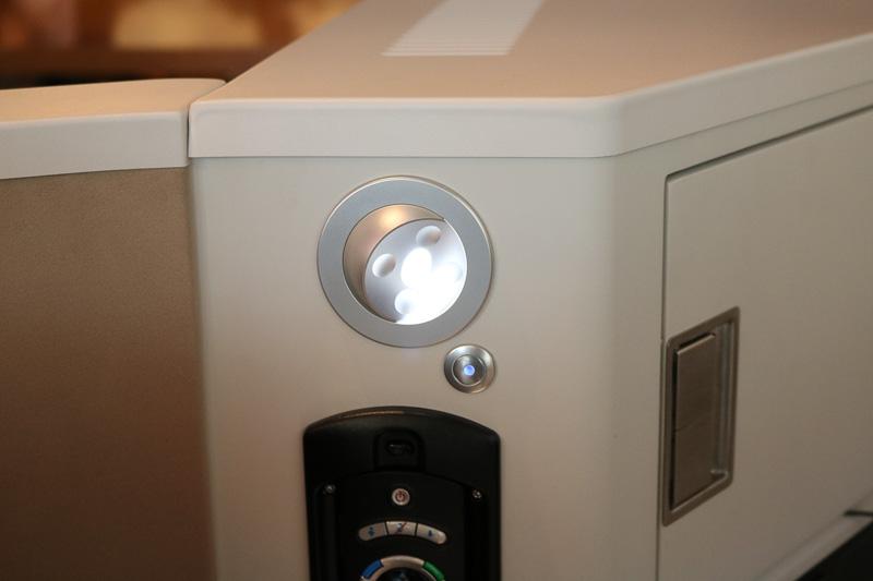 LEDのパーソナルライトは光量を可変できる
