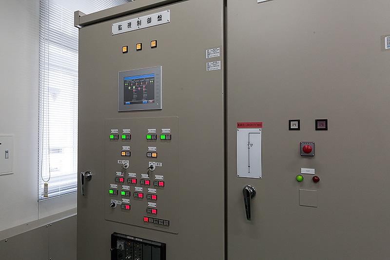 電車の運行に欠かせない電力系の設備も用意されている
