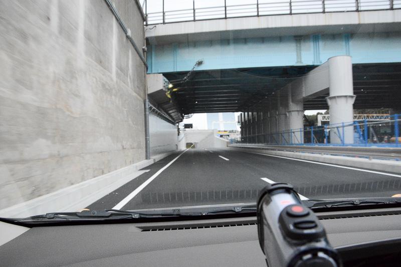 潮風公園の脇を抜けると、その先に東京港トンネルの入り口がある