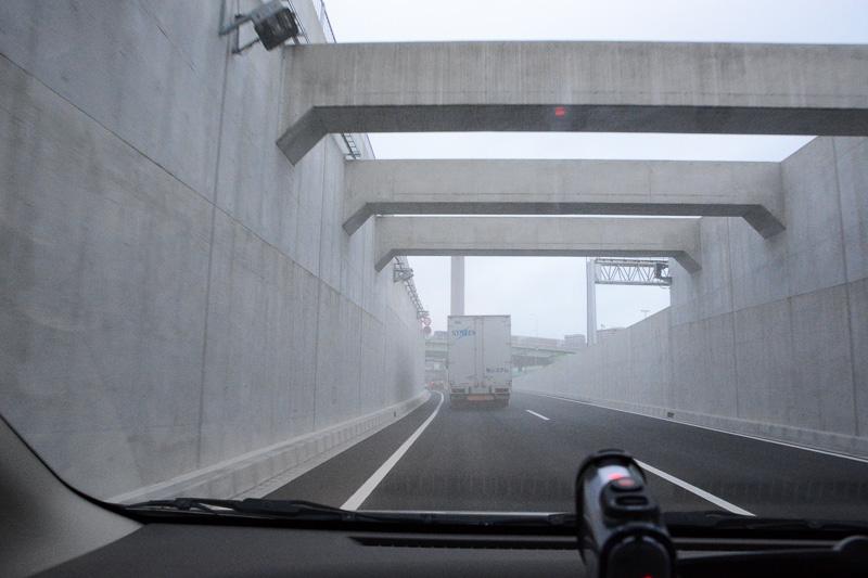東京港トンネル出口