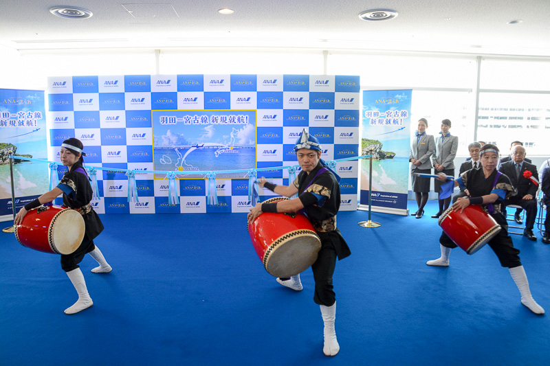 東急太鼓チーム シンカヌチャーによる、エイサーと獅子舞の演技