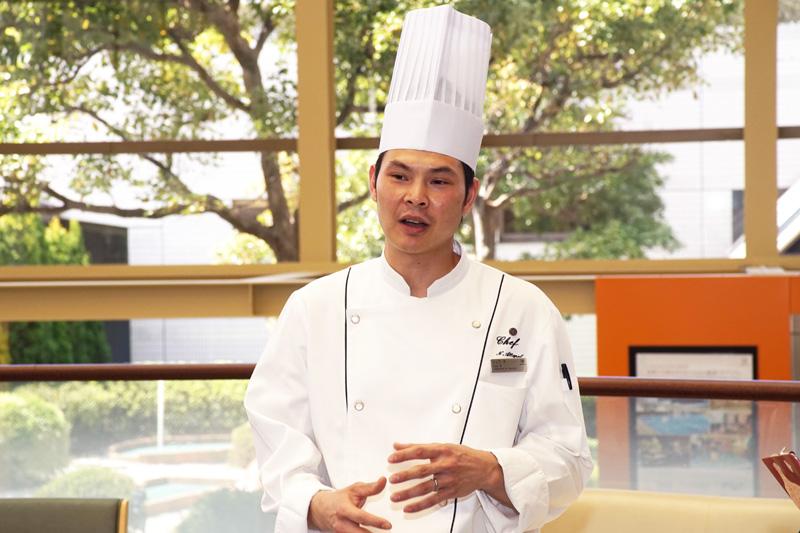 タイ出身のシェフ、「Chef X」が挨拶