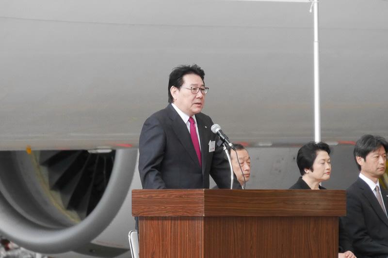 JALグループ新入社員を前に訓示を述べる、日本航空株式会社 代表取締役社長 植木義晴氏