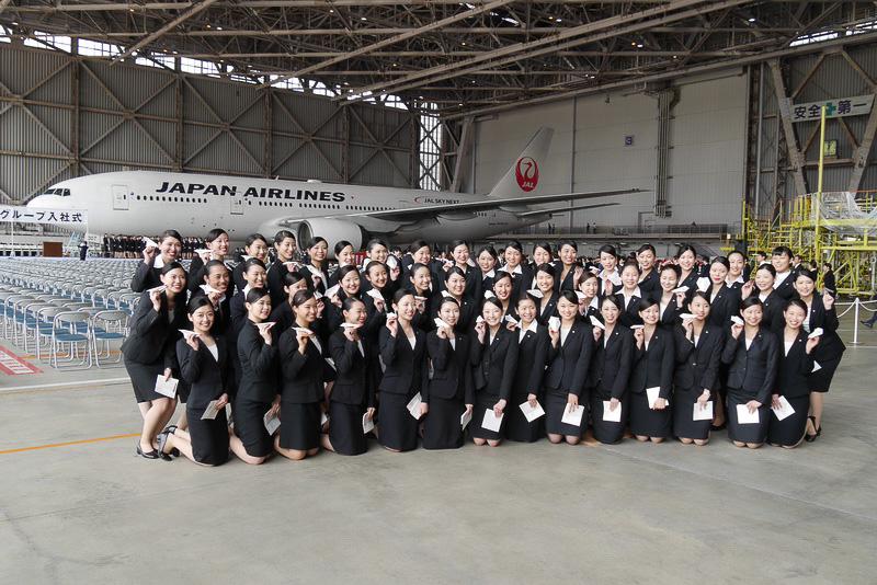 入社式終了後は、グループ会社ごとに集まって記念撮影