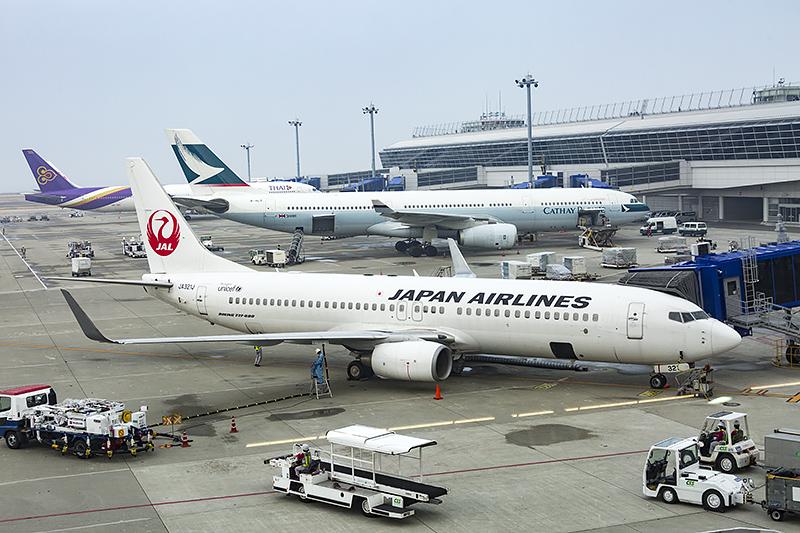 JL821便の使用機材はボーイング 737-800型機(登録記号:JA321J)