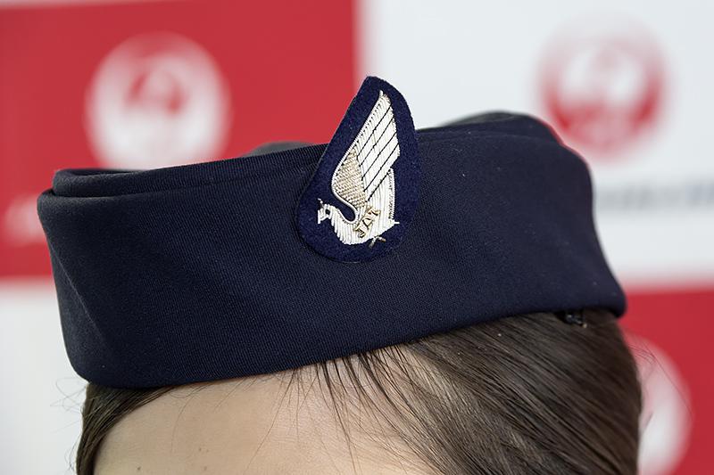 帽子の刺繍。こちらもJALの文字入り