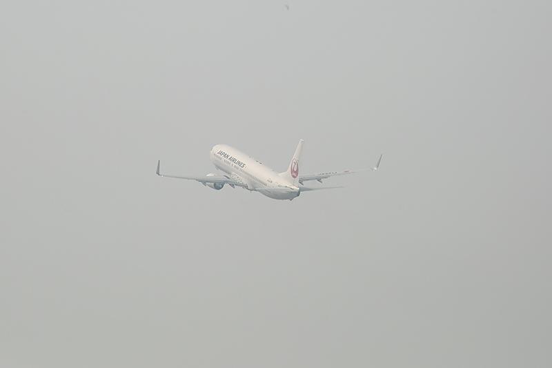 JL821便は春霞のなか、台北へと飛び立っていった
