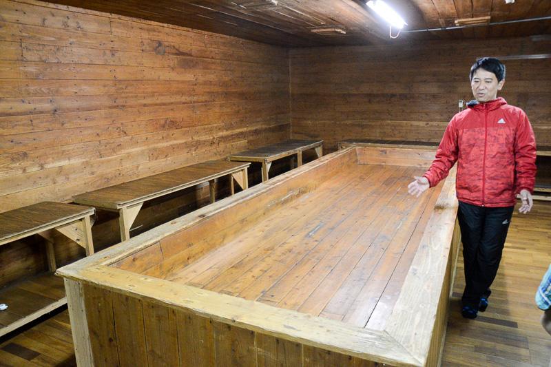 麹造りを行なっている期間は当然外部の人は入室できない「麹室」。たぶん菌のせいで空気感が変わったと感じるのだと思うのだが、頭ではそう思っても厳粛な雰囲気を感じる場所だった