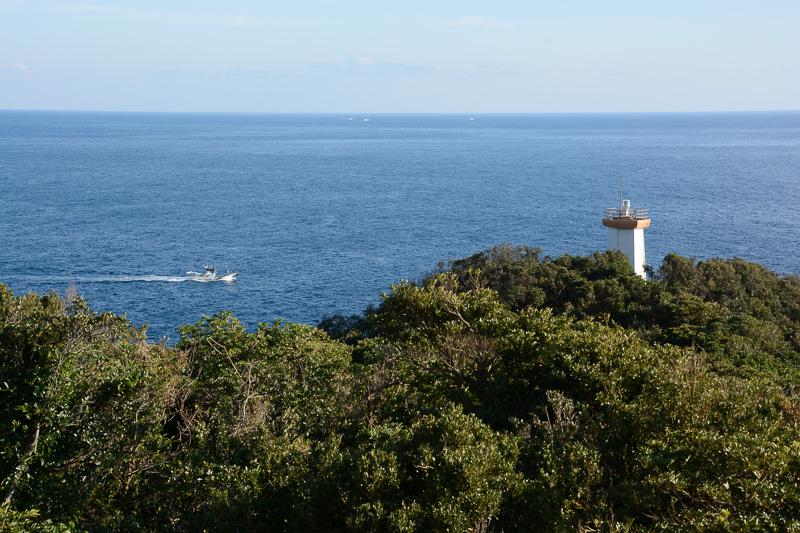 JRホテル 屋久島の裏には谷崎灯台が顔を見せている