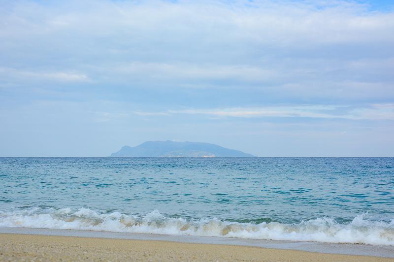 いなか浜から見た口永良部島