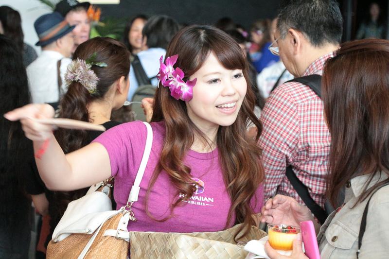 機内食デザートの試食に供された杏仁豆腐。ホール入口まで長い列ができるほどの人気に。季節的にトッピングはストロベリーだったが、これは時期により変わるようだ