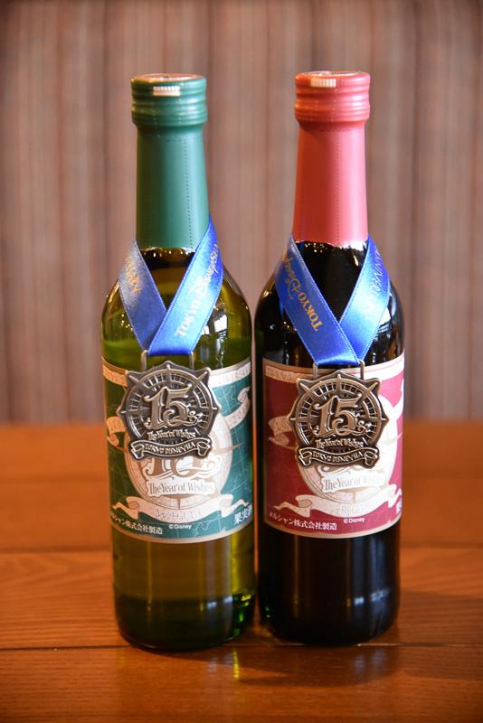 「東京ディズニーシー15周年記念ラベルワイン」 (各2000円)は白と赤の2種類。飲み口が優しく、飲みやすい。また、ボトルには記念のラベルも付いている