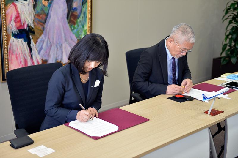 矢澤氏と高島氏によって調印書が取り交わされた