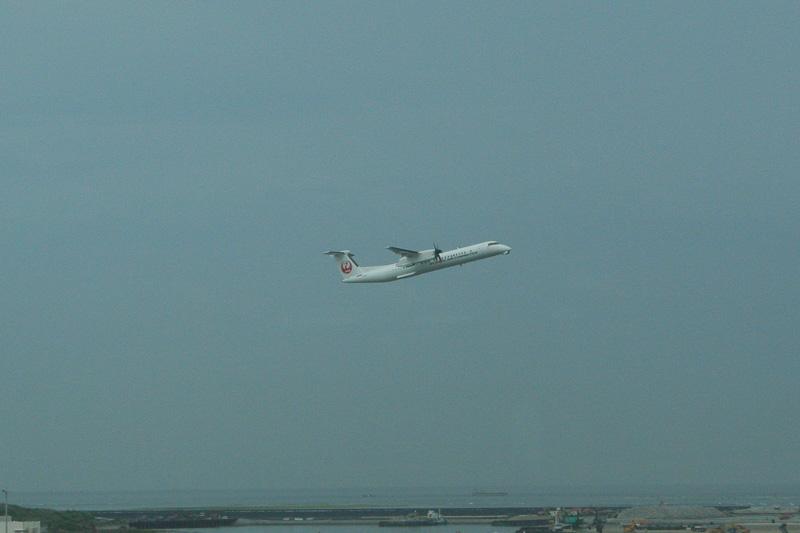 初フライトに飛び立ったQ400 カーゴ・コンビ(Cargo Combi)