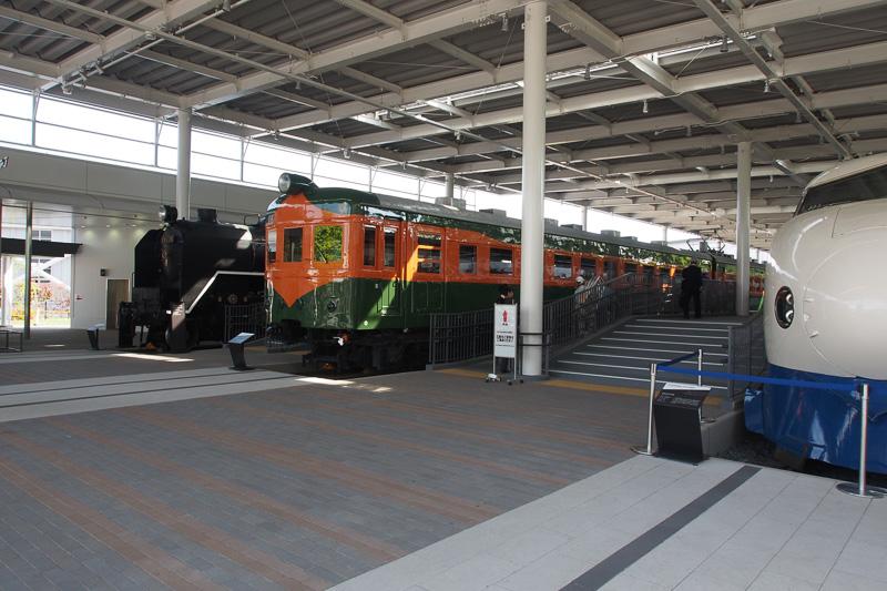 プロムナードのC62、80系電車、0系新幹線