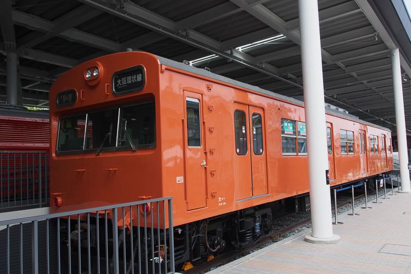 通勤電車として都市圏にはなじみの深い103系。展示のクハ103形1号車は1963年登場で山手線、京浜東北線で活躍したあと、1976年に近畿地方に渡った車両。関西地方の103系らしく戸袋窓が埋められており、オリジナルの姿ではない