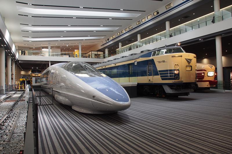 本館に入ると500系新幹線、581系寝台特急、489系特急が迎えてくれる