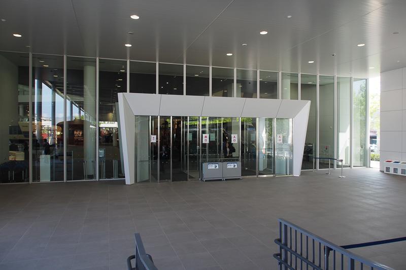 本館の入り口