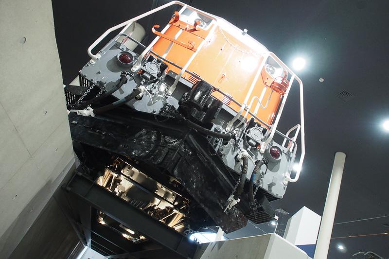 ディーゼル機関車DD51形。こちらも走行システムがよく見える。駆動のシャフトなどが確認できる