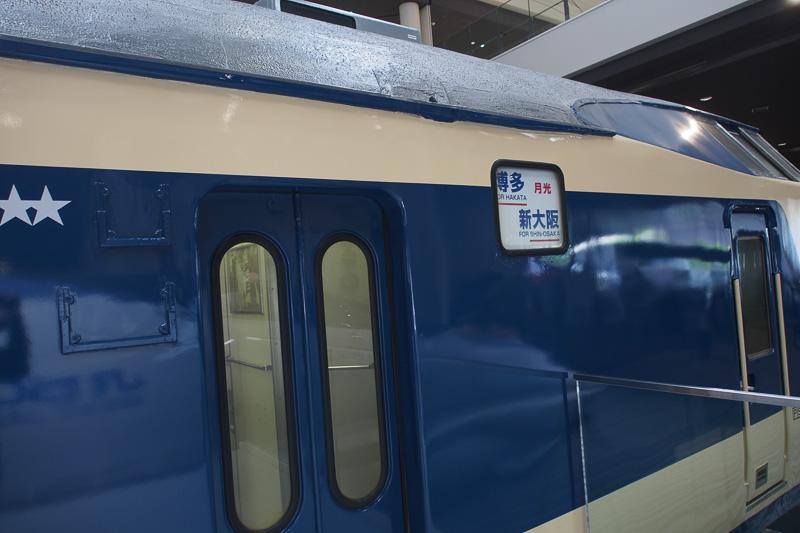 581系は内部を見学できる仕組み。電車寝台の様子を確認できる