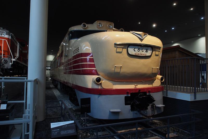 ボンネット形状が独特なディーゼル特急車両、キハ81形