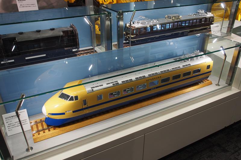 線路の保守点検といえば、黄色いボディの電気試験車。初代ドクターイエローである922形の模型