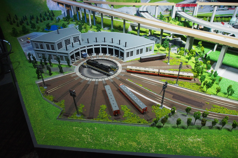 どことなく鉄道博物館の扇形車庫に似ている