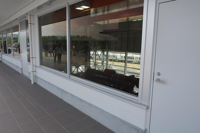 SL第2検修庫は2階通路から見学も可能