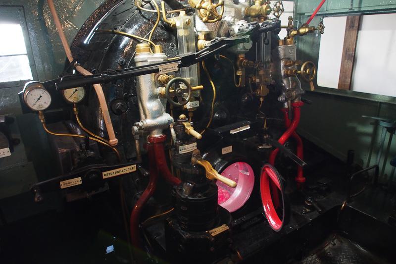 蒸気機関車の運転操作を学べる展示もある。石炭をくべるだけでなく、さまざまなものを調節しながら車両を動かす必要がある。基本的には2人乗務となる