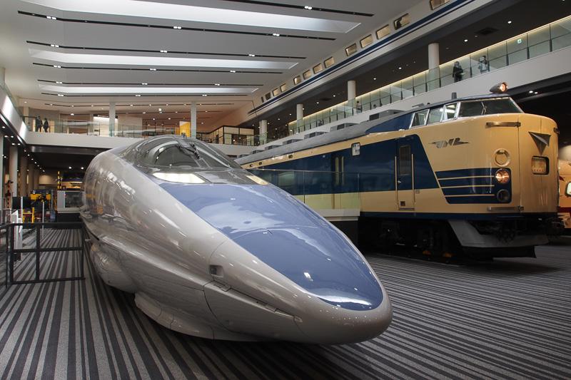 本館1階展示スペースには500系(521形1号車)新幹線が来場者を迎えてくれる