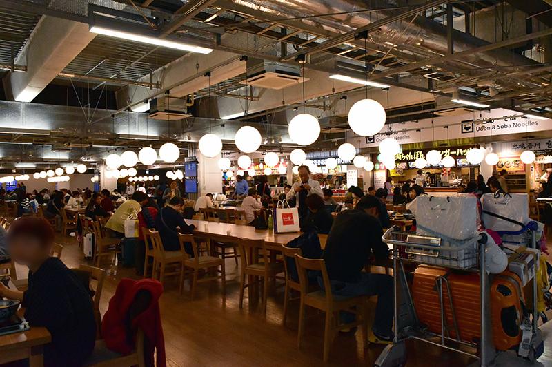 天井の配線むき出し状態なこの第3ターミナルの雰囲気はなかなかカッコイイ