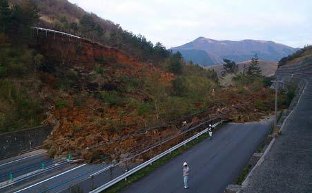 大分自動車道 湯布院IC~日出JCT間の土砂崩落