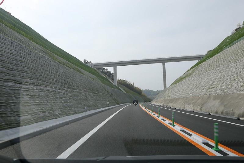 途中3カ所に陸橋が設置されていた