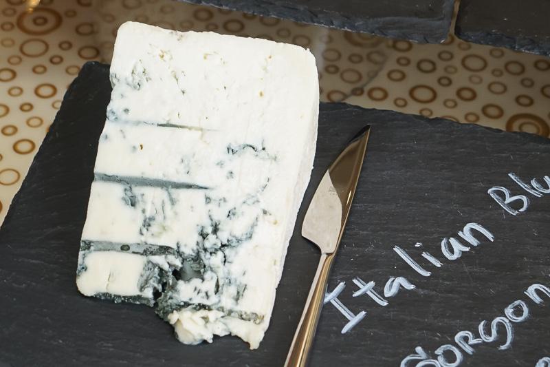 チーズ。ゴルゴンゾーラ