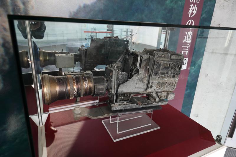 被災したカメラに残っていたテープから、技術者が可能な限り引き出した映像をもとにしたドキュメンタリーが流れています。貴重な歴史の証言です