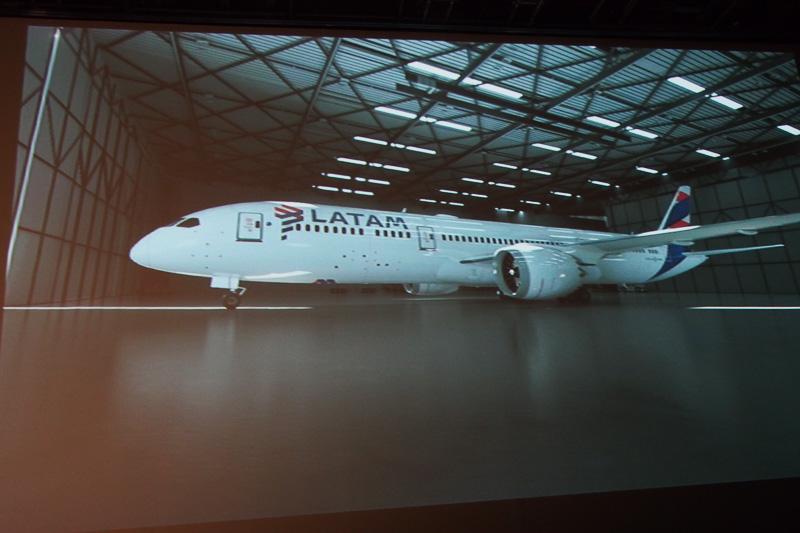 新しいLATAMのマークの入った機体