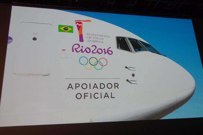 五輪マークの入ったボーイング 767型機