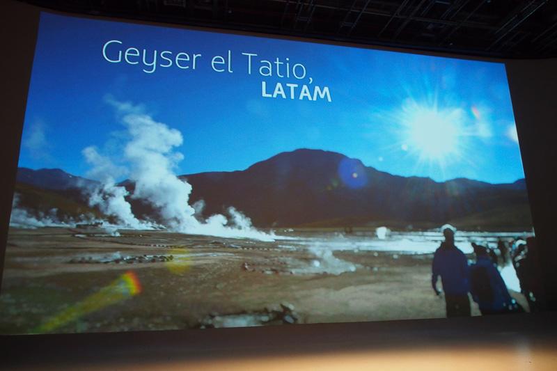 発表会開始前は、スクリーンにはブラジル人写真家クラウヂオ・エヂンガーによる南米風景写真が映し出された
