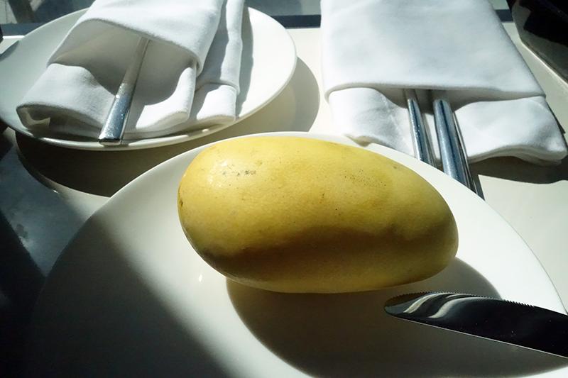 2日目に手をベチョベチョにしながら食べたマンゴー