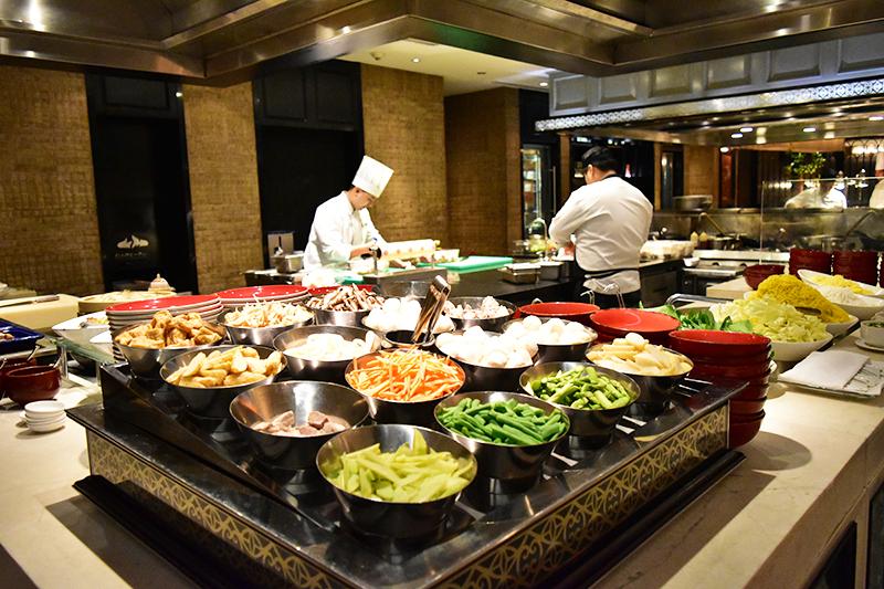 各国の料理ブースがあって目移りしちゃいます。もちろん和食も