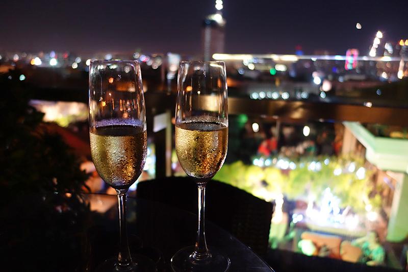 マニラのロマンティックな夜景に乾杯♪ですの