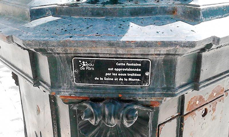 パリ市内にはこうした無料給水所が点在しています