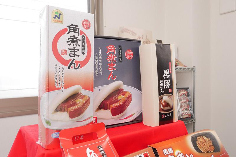 角煮まんじゅうは、テイクアウトでの販売に加えて、お土産用の冷凍パッケージも用意されている