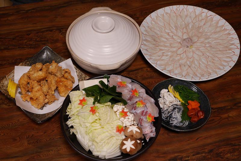 戸石町の料理店「和泉苑」でいただいた養殖トラフグのフルコース