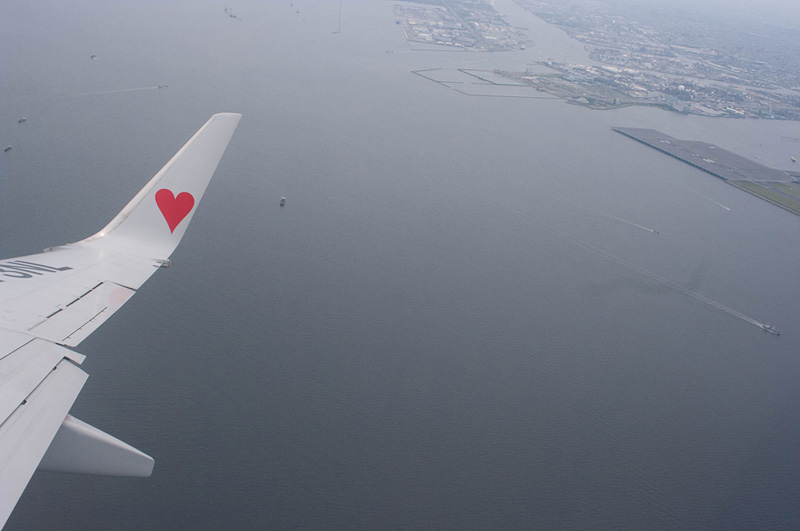 曇りの中タイガースジェットが羽田を出発、神戸へ