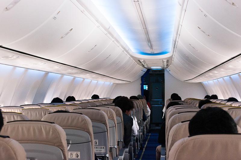 LEDが使われ、洗練されたデザインの機内