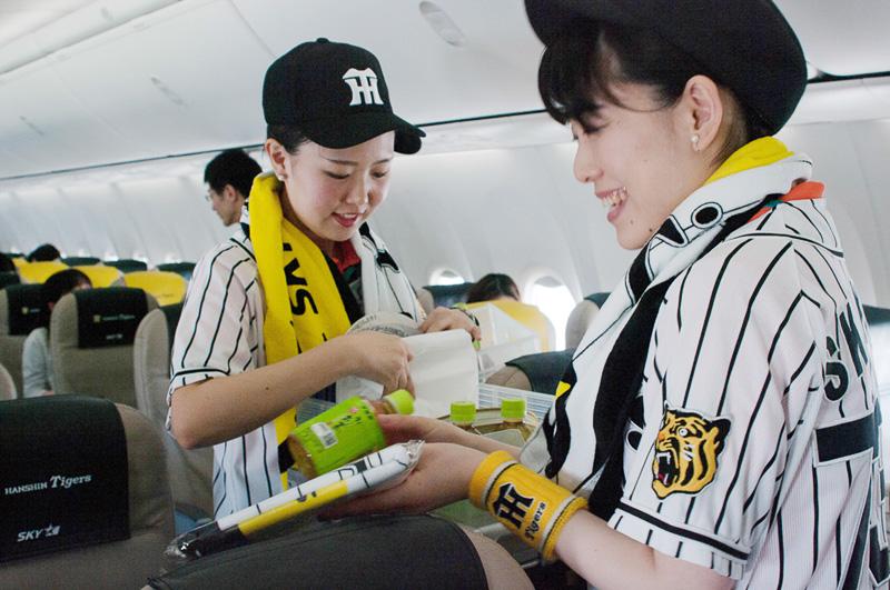 コラボタオルは機内で販売される